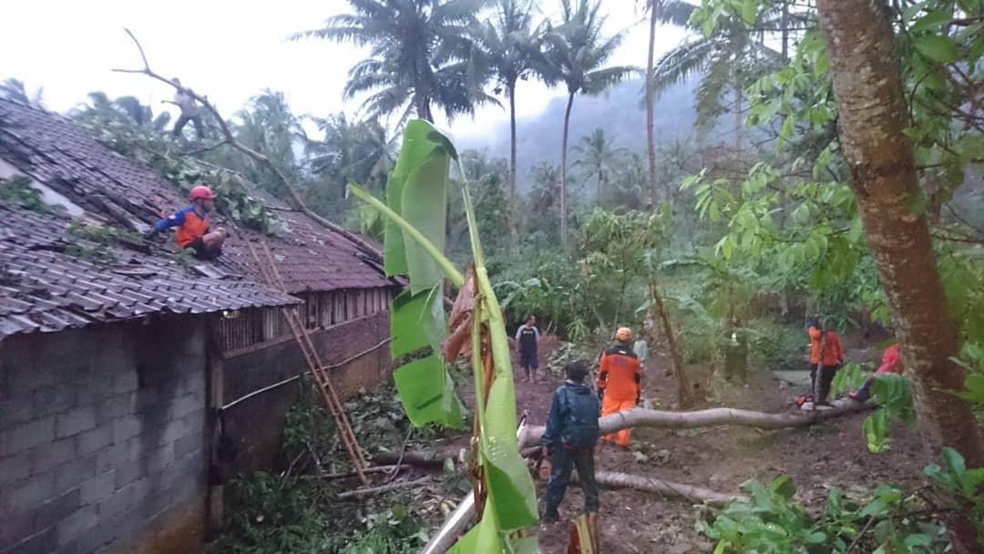 Puting Beliung di Dusun Talok dan Dusun Ngumbul Desa Watuagung Kecamatan Tuntang.
