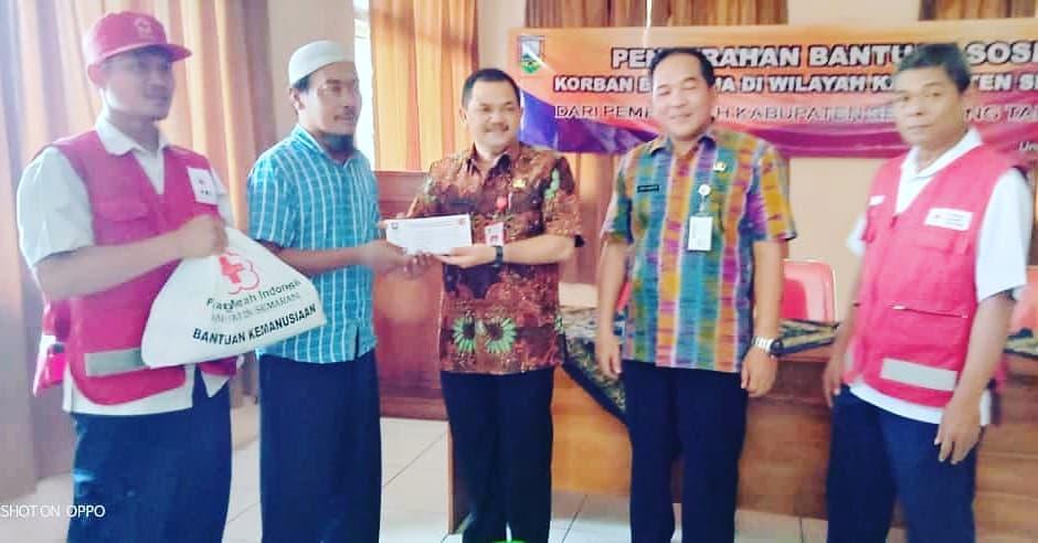 Pemberian Bantuan Sosial Korban Bencana oleh Wakil Bupati Kabupaten Semarang