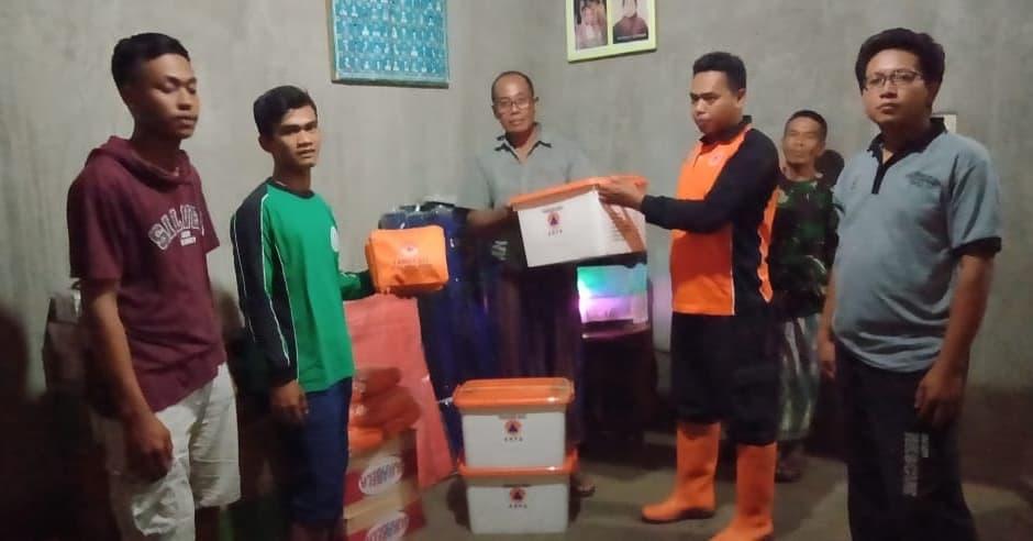 Pemberian Bantuan Logistik di Kalikurmo Bringin